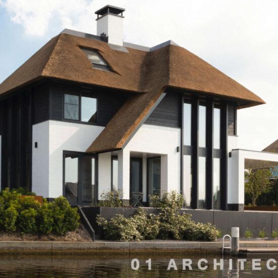 Speelse riet gedekte villa 't gooi architect enschede modern